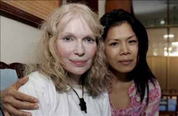 Mia Farrow, Theary Seng in Cambodia, January 2008