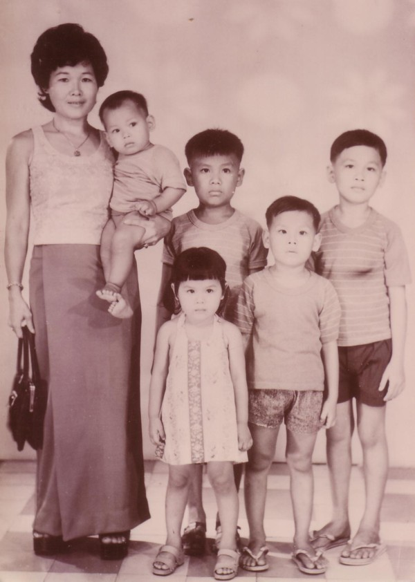 mom5childrenphnompenh1974
